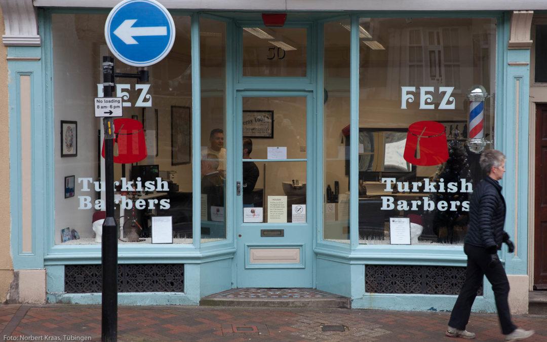 Haarschnitt und heiße Ohren: im Barbershop in England