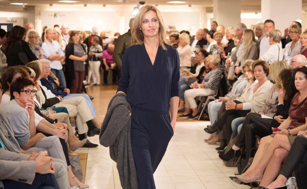 Eine Modenschau bedeutet harte Arbeit: für Models, Stylisten und Frisöre