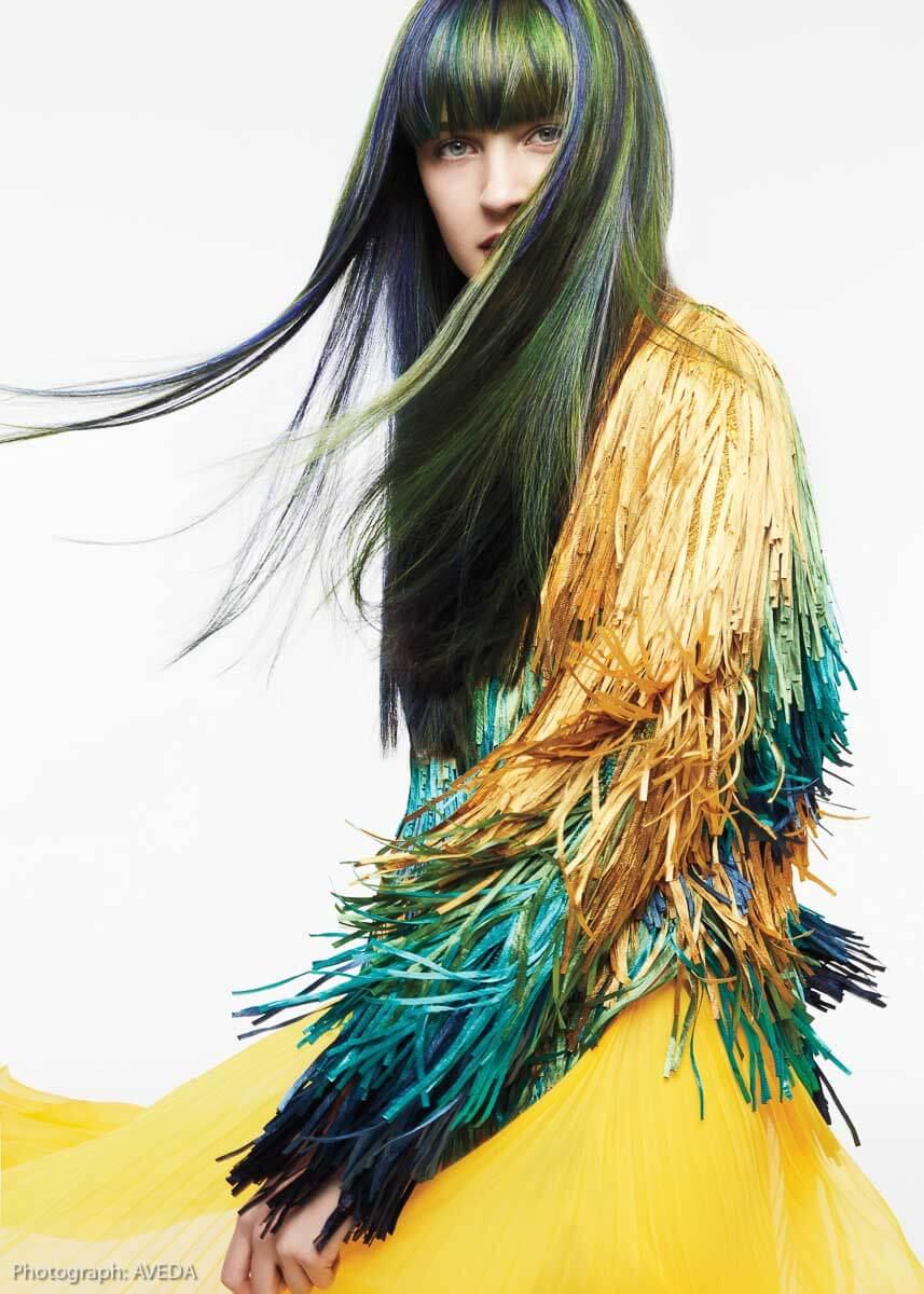 Mermaid-hair: Diese Meerjungfrauen-Haarfarben passen ebenso gut zum Jeans- wie zum aufgefrischten Grunge-look. Foto: AVEDA