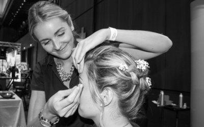 Janine Zwietasch schneidet, frisiert und stylt seit 10 Jahren bei Daniel Schmid Friseure in Reutlingen