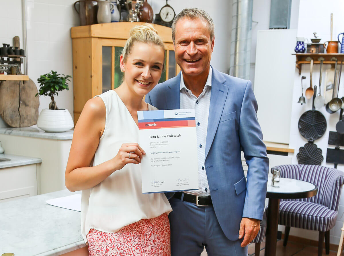 Topystylistin Janine Zwietasch frisiert seit 10 Jahren mit Begeisterung bei Daniel Schmid Friseure