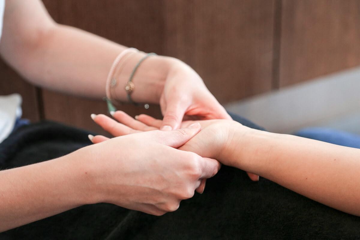 Handmassage bei Daniel Schmid Friseure