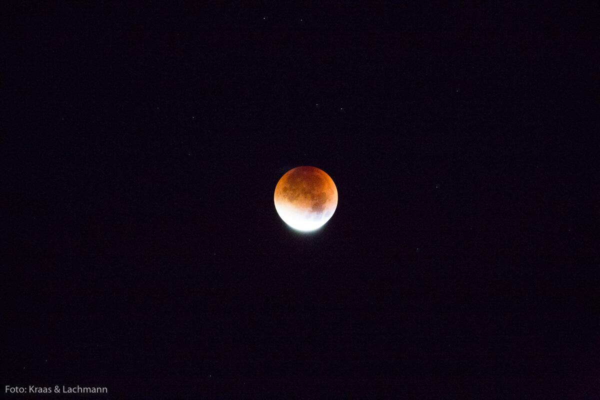 Wie eine schöne Perle schimmert der Mond am Nachthimmel. Schönheit feiern wir auch in der Reutlinger Kulturnacht!