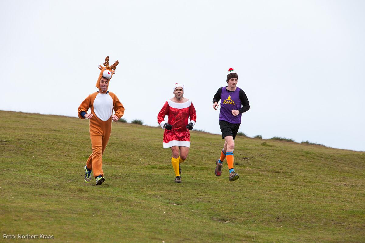 Sportliche Gewohnheit für viele Engländer*innen: Christmas Run in Verkleidung