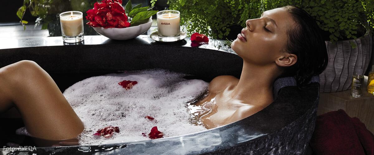 Ein heißes Bad ist ein bisschen Wellness zuhause und trägt zur Entspannung in diesen angespannten Zeiten bei