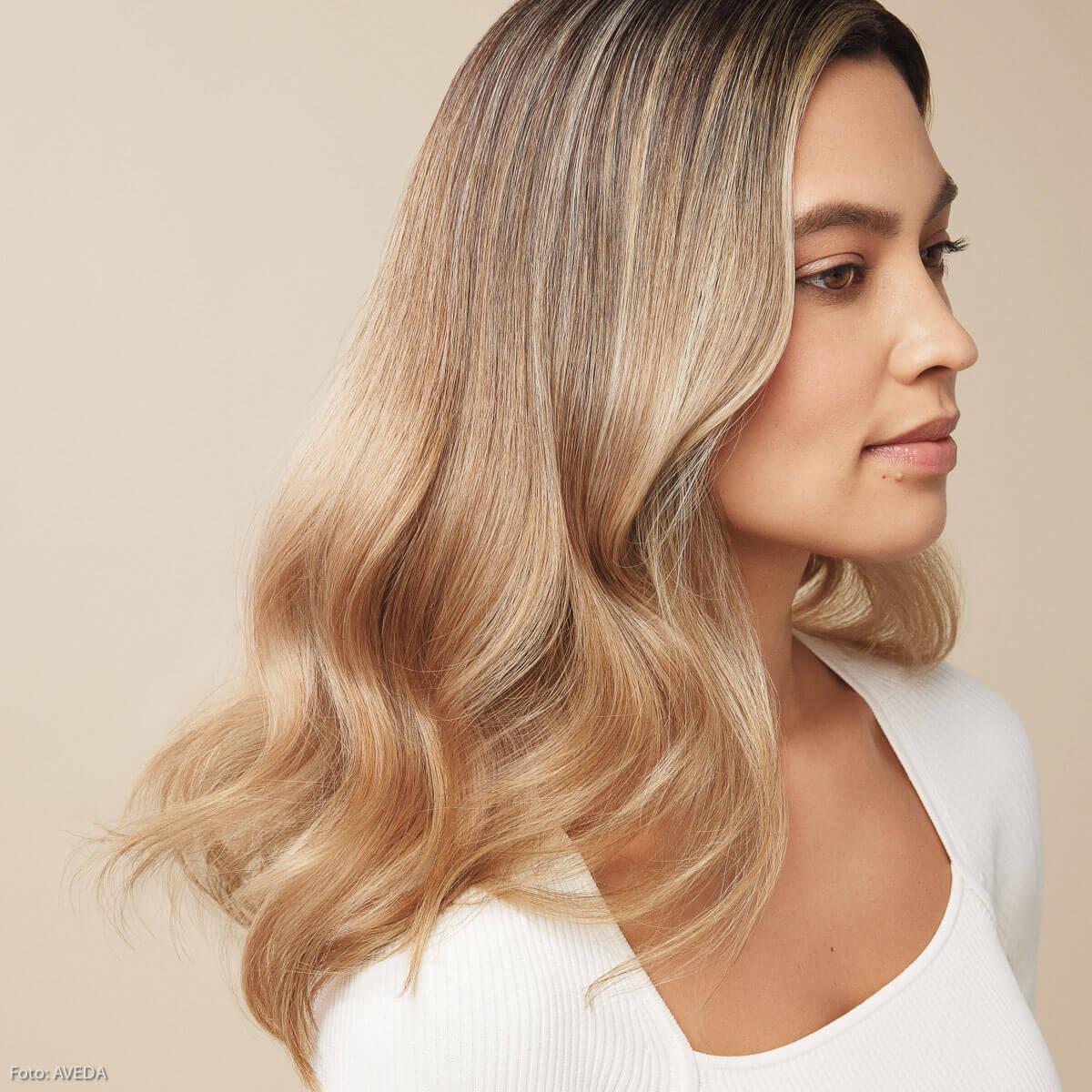 Goldene Reflexe sind im Herbst als Haarfarben angesagt