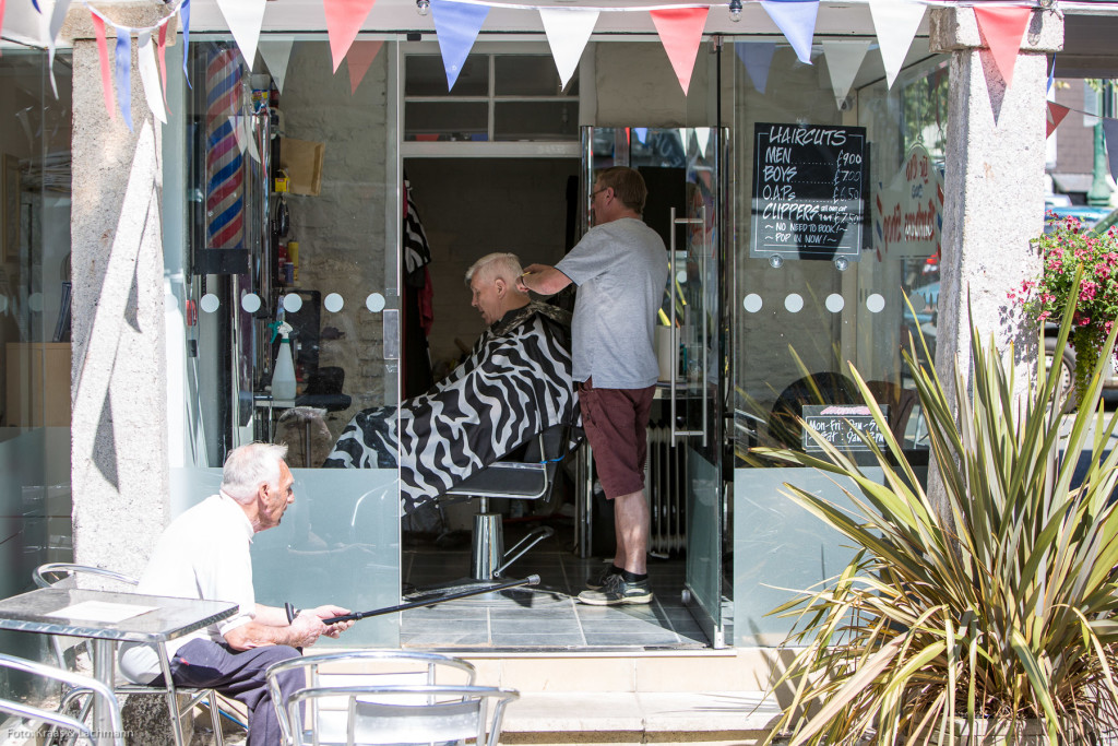 Sonnig, lässig: Barber Shop in Dartmouth im Südwesten Englands.