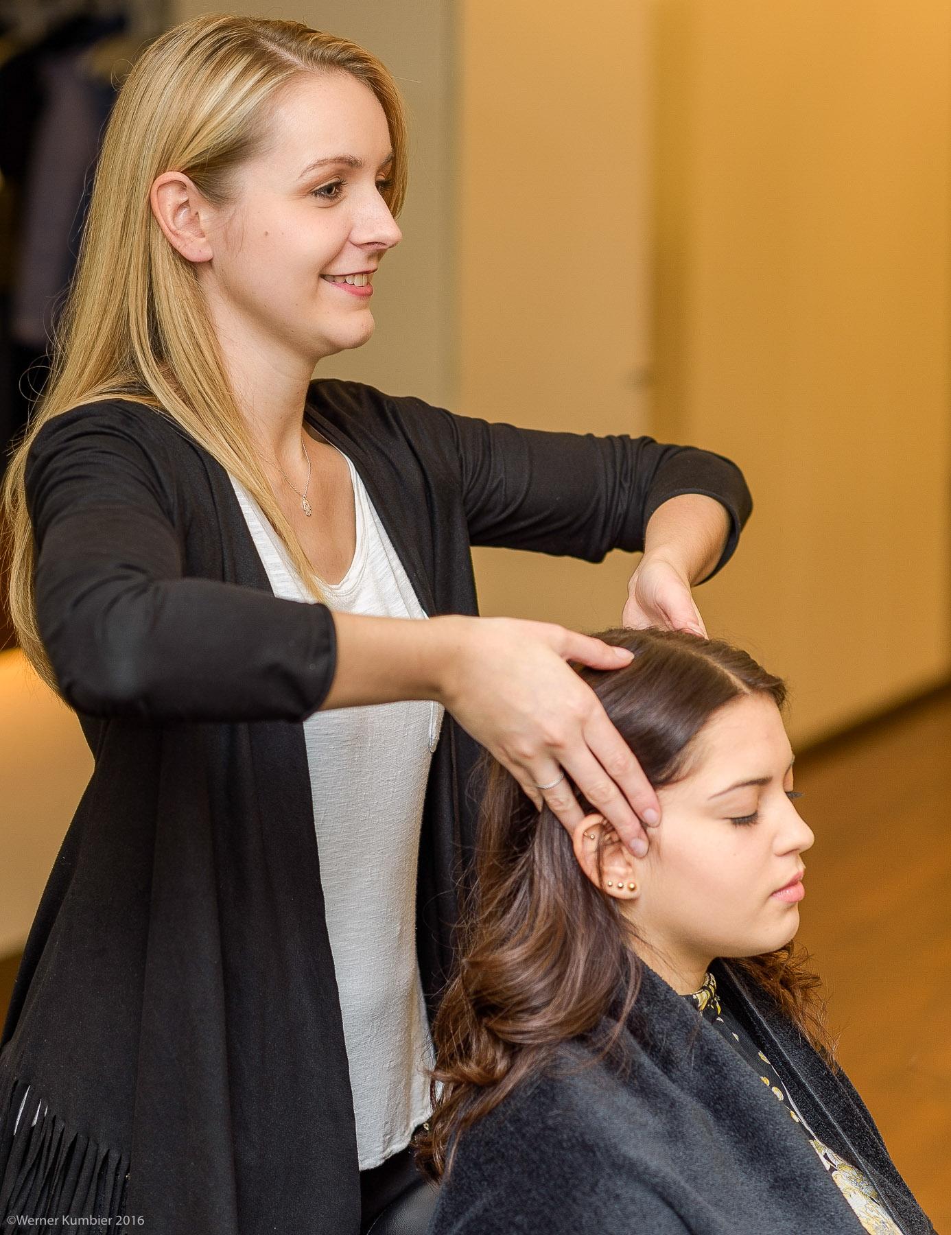 Eine sanfte Kopfmassage mit wohriechendem Aromaöl ist Entspannung pur